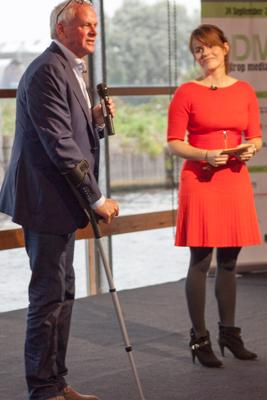 'Brainagent' René Boenders met dagvoorzitter Sofie van den Enk.
