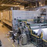 Dreigend papiertekort treft krantenbranche en retailers